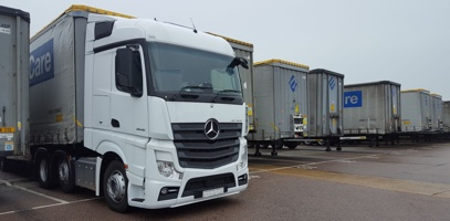 New Mercedes-Benz tractor unit servicing Ewals Cargo Care